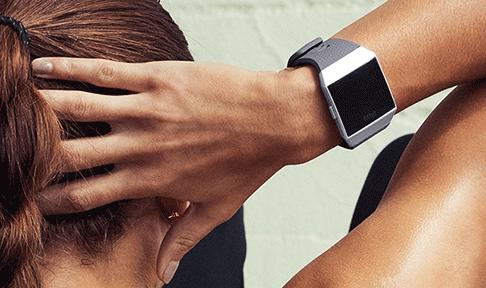 Montre Fitbit Ionic Zig Zag vue 2